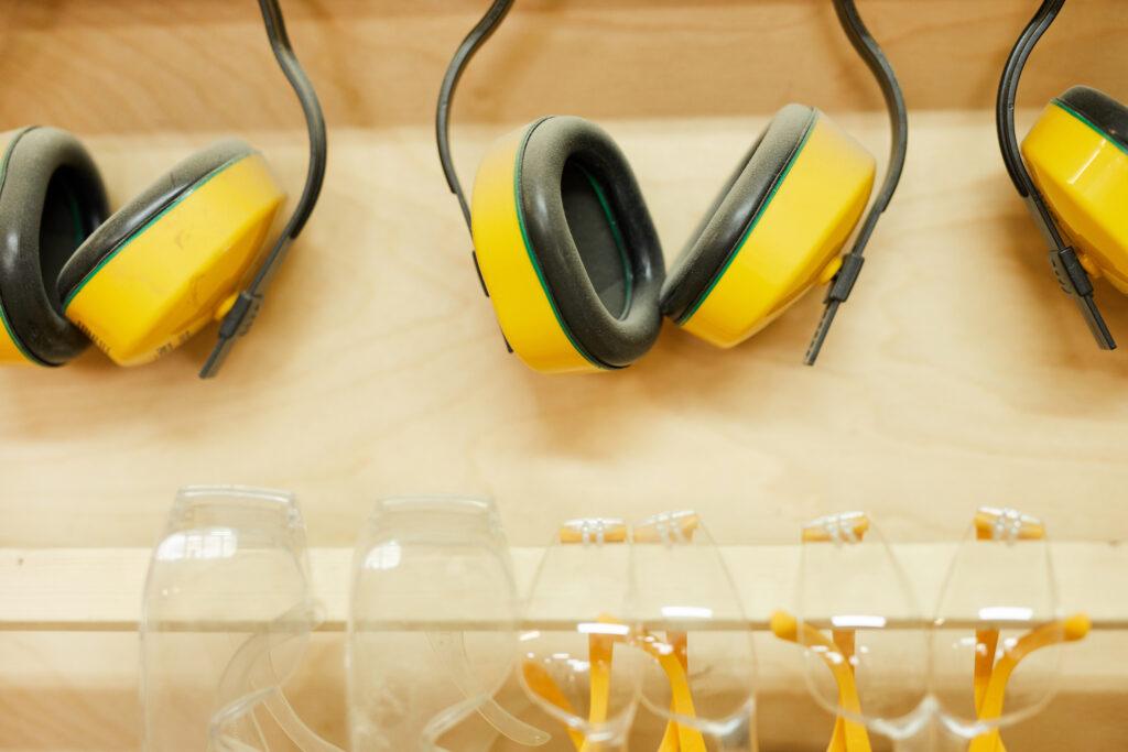 Entrate in vigore due norme in tema acustica e macchine