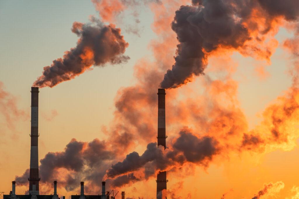 Emissioni in atmosfera e sostanze pericolose: le linee guida di Regione Lombardia